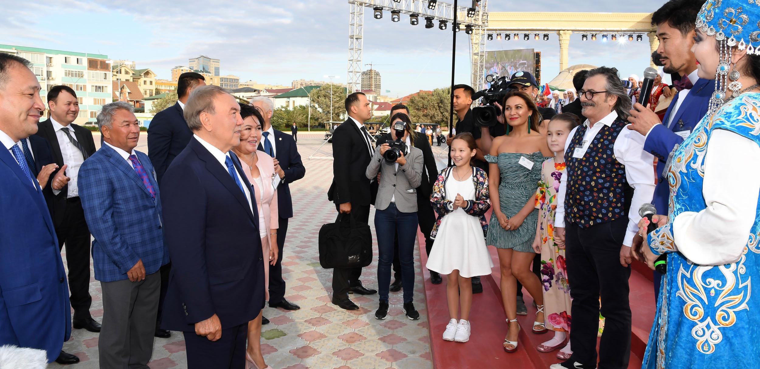Нурсултан Назарбаев осмотрел амфитеатр под открытым небом на набережной в Актау