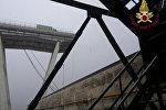 Автомобильный мост обрушился неподалеку от города Генуя на севере Италии