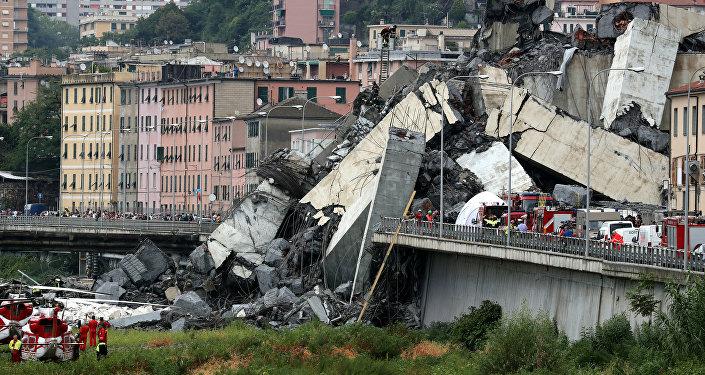 Автомобильный мост обрушился в итальянском городе Генуя
