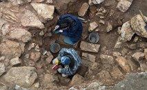 Археологи ведут раскопки, архивное фото