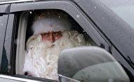 Дед Мороз в автомобиле, архивное фото
