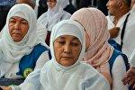 Паломники перед хаджем в аэропорту Астаны