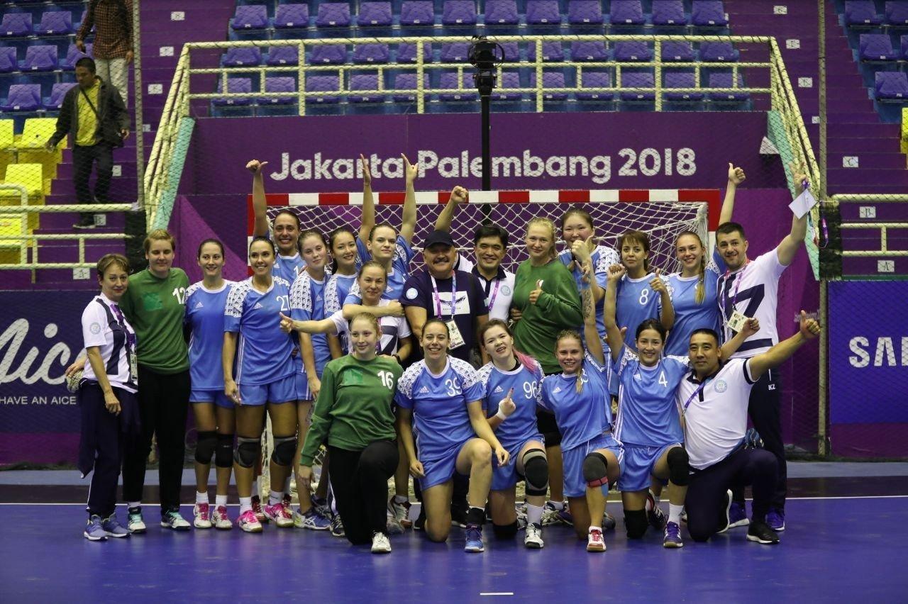 Женская команда по гандболу из Казахстана