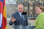 Президент РФ Владимир Путин и федеральный канцлер ФРГ Ангела Меркель во время встречи в резиденции правительства ФРГ Мезеберг