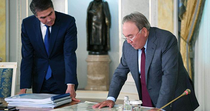 Нурсултан Назарбаев и Асет Исекешев