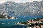 Вид на залив в Черногории, архивное фото