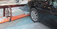 Автомобиль протаранил остановку в Кызылорде