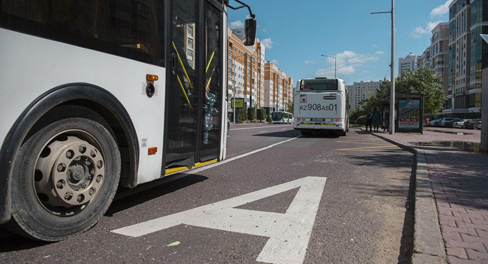 Автобус на остановке