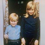 Семейная фотография  Леди Дианы Спенсер в Беркшире в 1968 году со своим братом Чарльзом Эдвардом