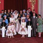 Принц Чарльз и его новая невеста Диана, принцесса Уэльская
