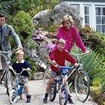Принц Чарльз и принцесса Диана и их сыновья - принцы Уильям и Гарри