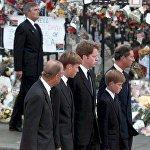 Принц Уэльский и его сыновья на похоронах принцессы Дианы