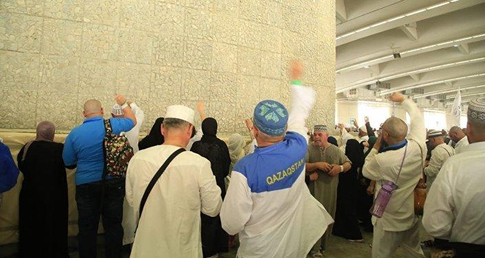 Паломники из Казахстана завершают паломничество в Мекке