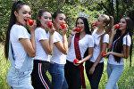 Финалистка конкурса Мисс Вселенная Сабина Азимбаева и самые красивые девушки Алматы приняли участие в агротуре по Алматинской области