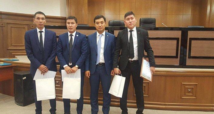Спасшие людей из пожара работники спецЦОНа получили награду