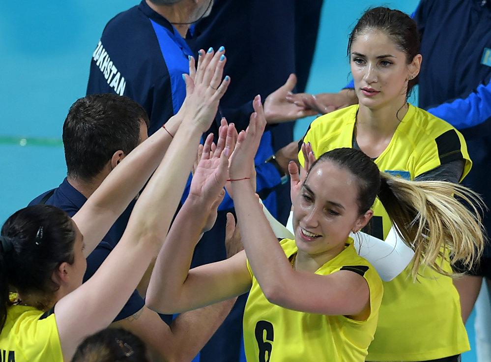 Кристина Карапетян (крайняя справа)