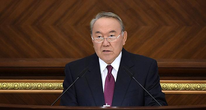 Нұрсұлтан Назарбаев парламент палаталарының бірлескен отырысы кезінде