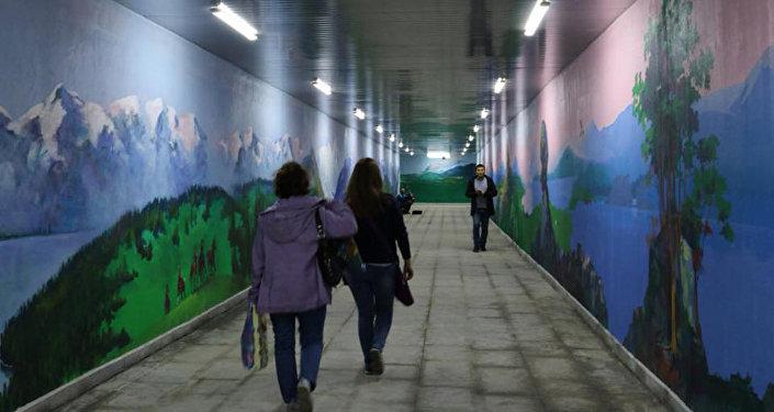 Стены подземного перехода в Астане расписали художники
