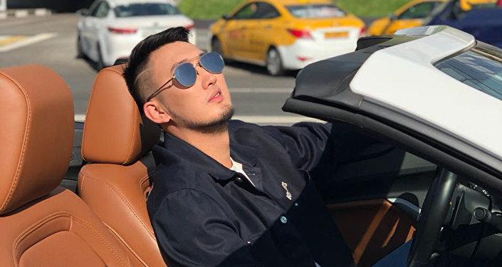 Казахстанский певец Ильяс Сархад, известный под псевдонимом Khan