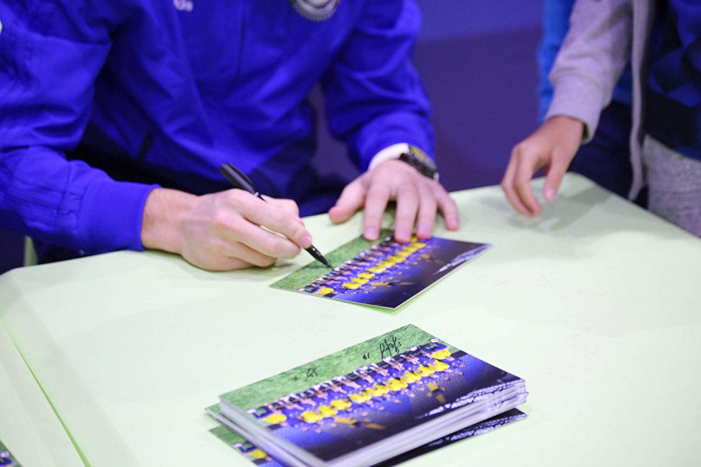 Автограф на фотографии сборной Казахстана