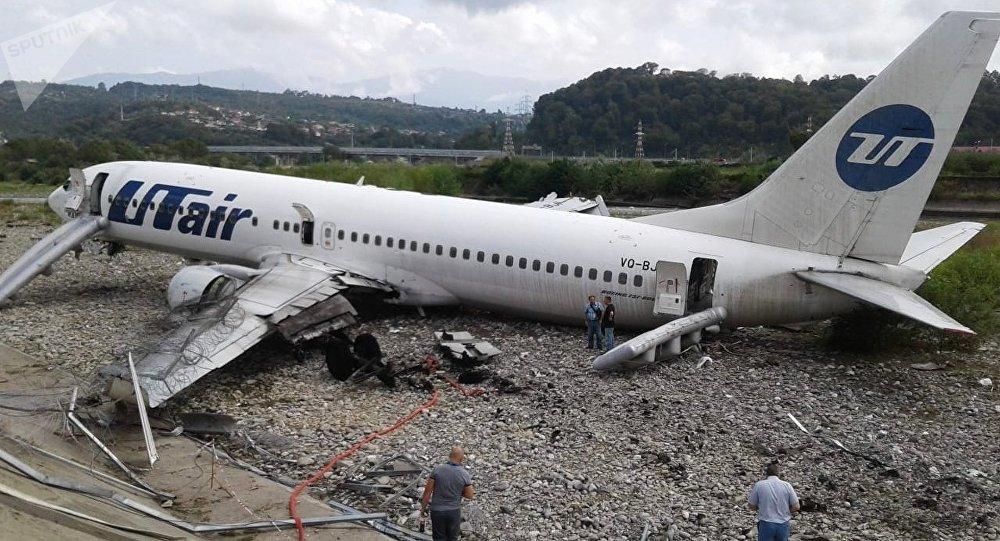 Аварийная посадка самолета авиакомпаниии Utair в Сочи