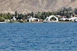 Вид на культурный центр Рух Ордо на берегу Иссык-Куля, архивное фото