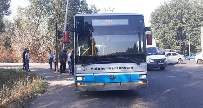 Автобус переехал женщину на Северном кольце