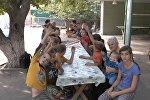 14 школьников из одной семьи