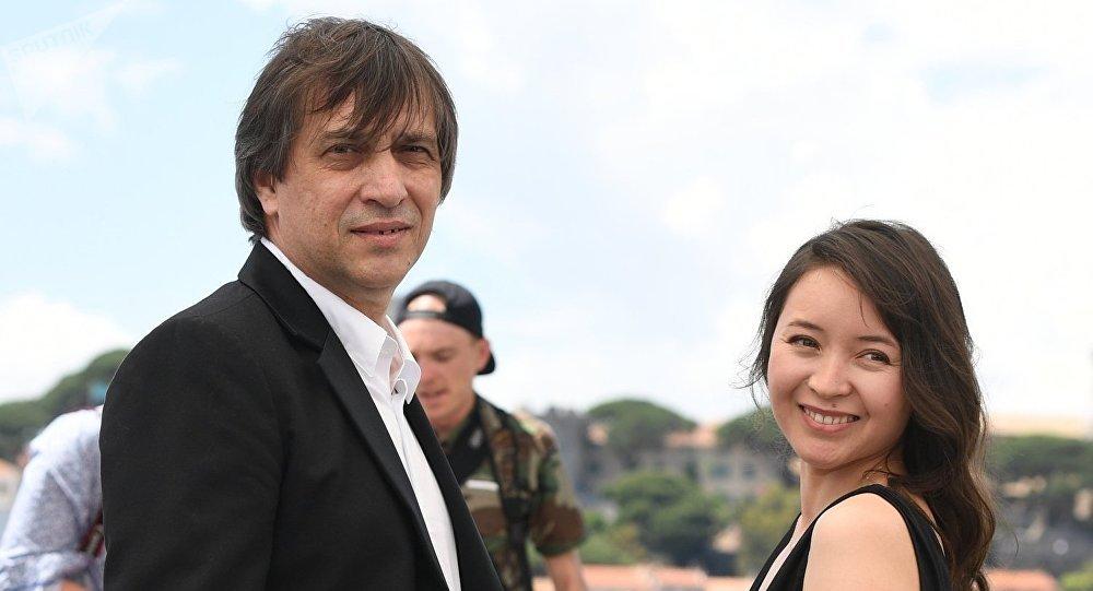 Режиссер Сергей Дворцевой и актриса Самал Еслямова, архивное фото