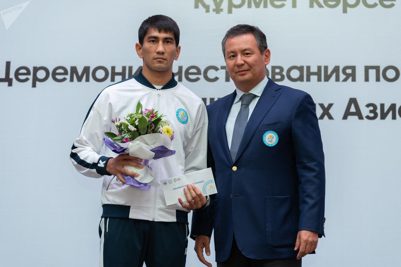 Асланбек Шымбергенов (слева)