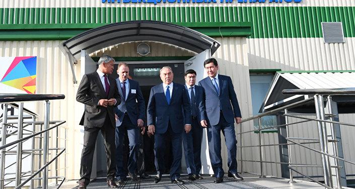Президент Нұрсұлтан Назарбаев Қарағанды фармацевтика кешенінде болды