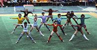 Московские студентки демонстрируют упражнения из аэробики