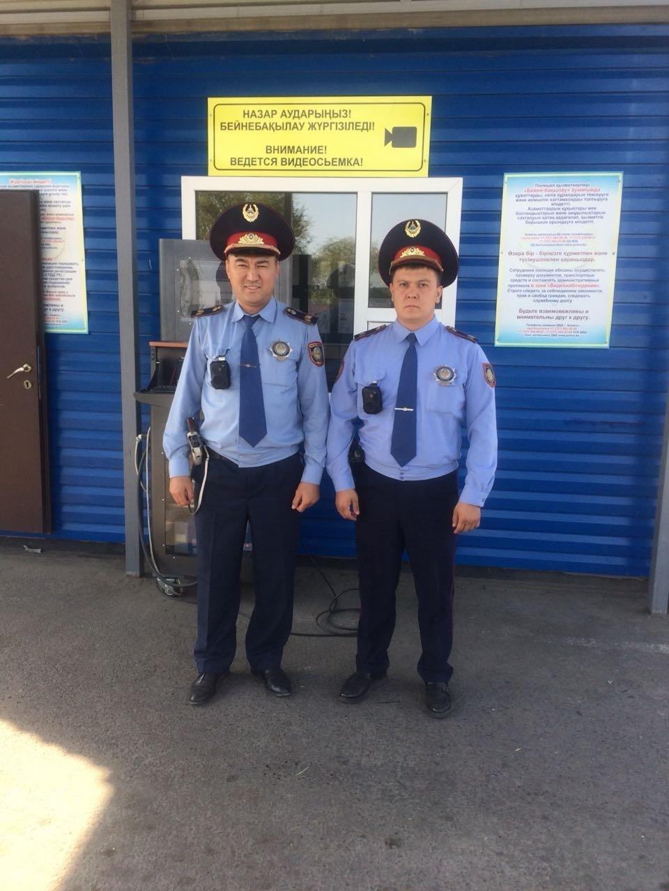 Сотрудники дорожно-патрульной полиции Алматы помогли рожавшей на полицейском посту женщине