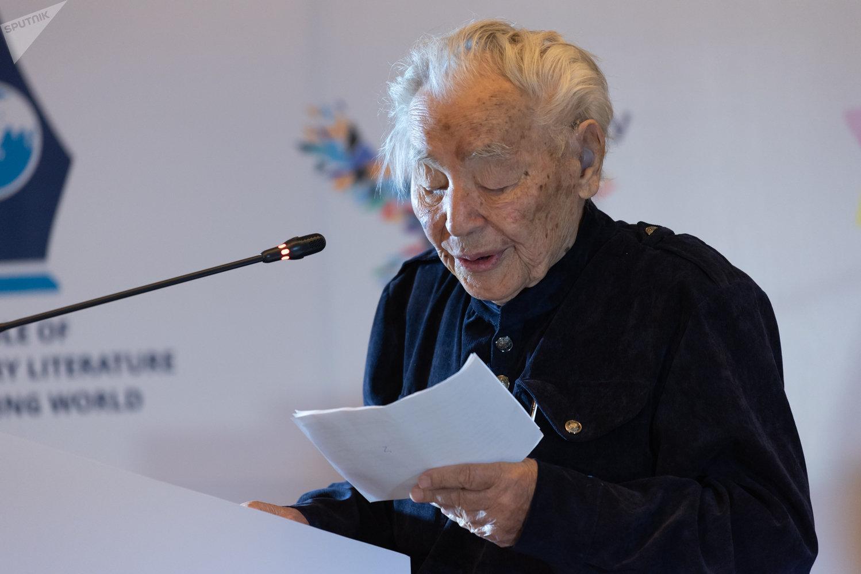 Казахстанский писатель Абдижамил Нурпеисов