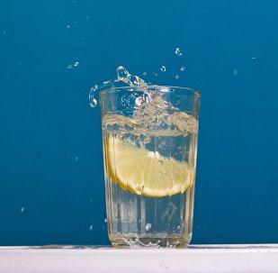 Граненый стакан, иллюстративное фото