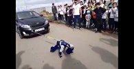 Шестилетний мальчик из Астаны протащил двухтонный автомобиль - видео