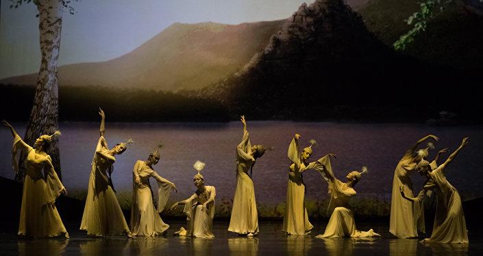 Национальные танцы украсили гастрольные выступления театра Астана Балет. Постановка Ак кайын (березки)
