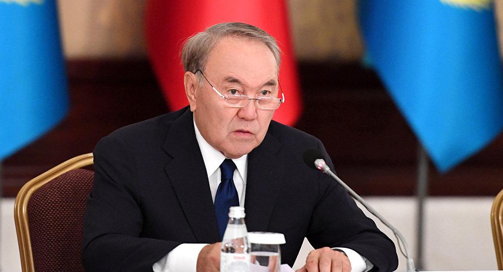 """""""Судың да сұрауы бар"""" Нұрсұлтан Назарбаев атақты бизнесмендерді не жасауға міндеттеді?"""