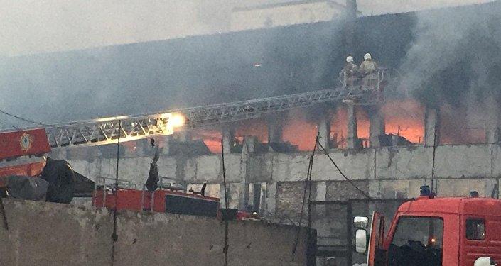 Тушение пожара на промзоне Ордабасы в Шымкенте