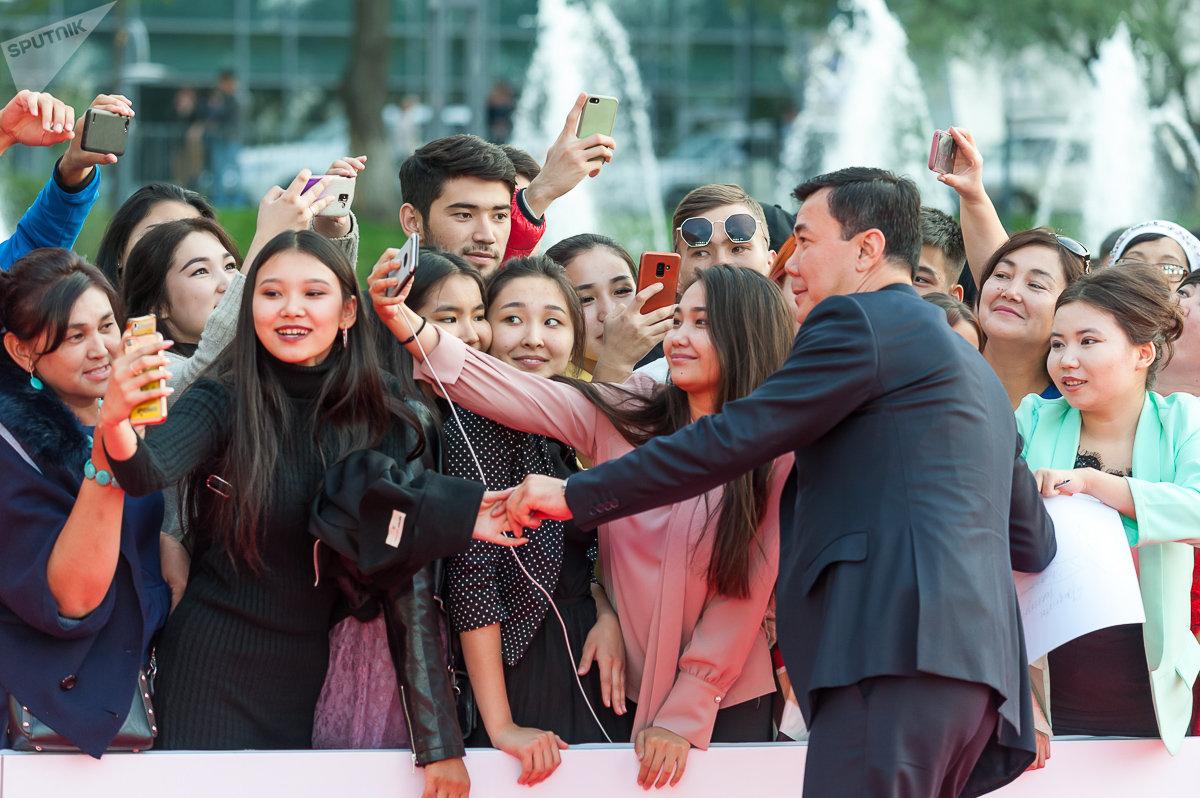 Телеведущий, шоумен Нурлан Коянбаев во время красной дорожки Almaty Film Festival