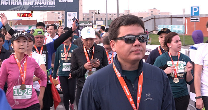 Министр юстиции Казахстана Марат Бекетаев во время Астана марафон