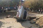 Автомобиль провалился в яму в Актобе