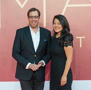 Режиссер Роб Минкофф и его супруга Кристал Кунг на открытии кинофестиваля Almaty Film Festival
