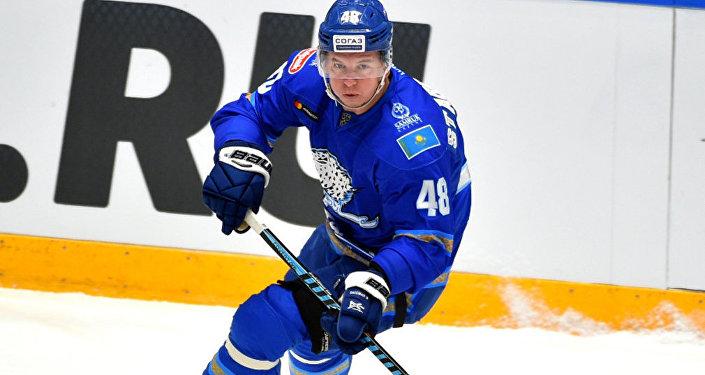 Нападающий Барыса Роман Старченко