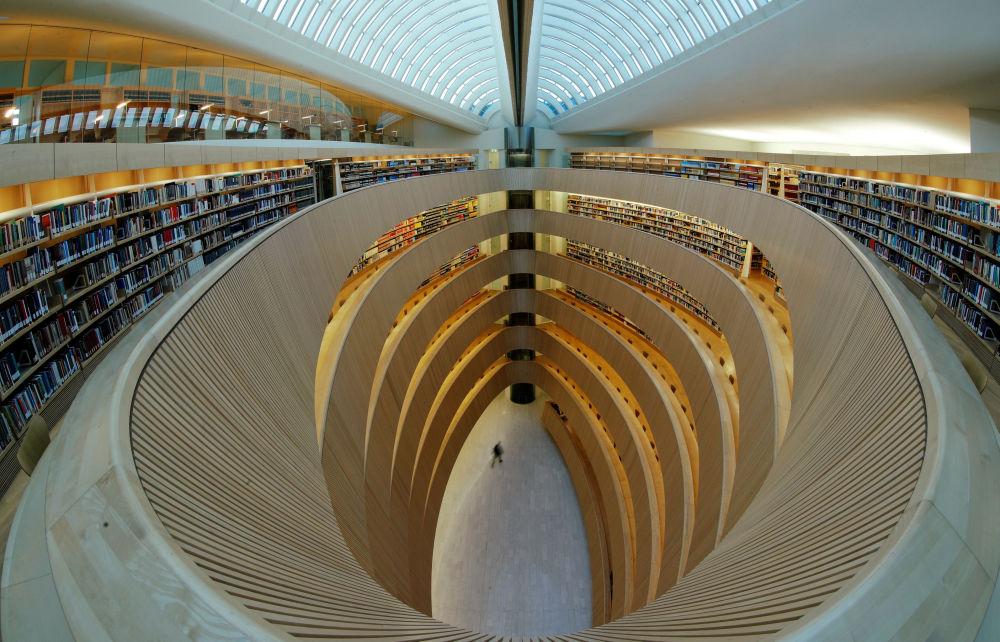 Цюрих университеті құқық институтының кітапханасы.