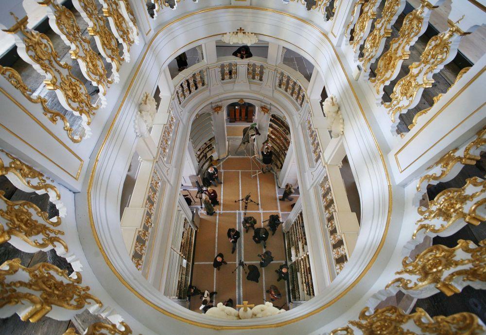 Веймардағы герцогиня Анна Амалия кітапханасында неміс әдебиетінің және тарихи құжаттардың үлкен коллекциясы бар. Тюрингия, Германия.