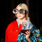 Модель представляет творение Swedish School of Textiles на Неделе моды в Лондоне