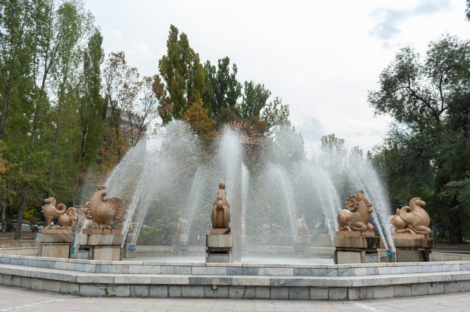 Знаменитый алматинский фонтан Знаки Зодиака