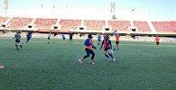 БИІК-Қазығұрт әйелдер футбол клубының ойыншылары жаттығу өткізіп жатыр