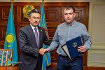 Астана әкімі Бақыт Сұлтанов Артем Каревті марапаттады